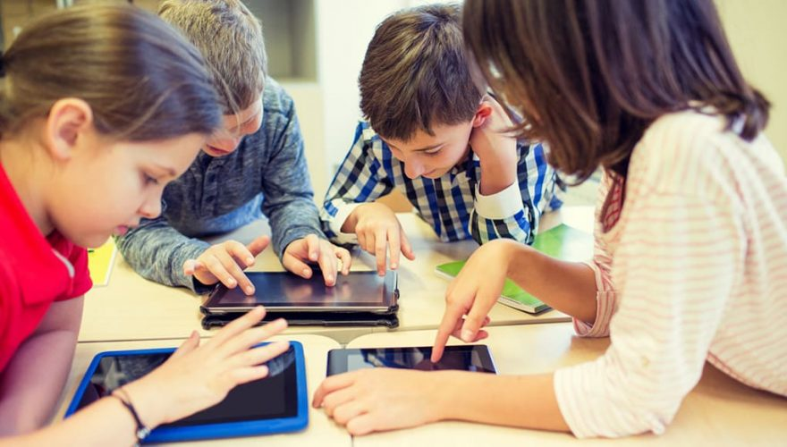 videogames mixed with the world of teaching even though, as has been shown, it could even be beneficial for students.